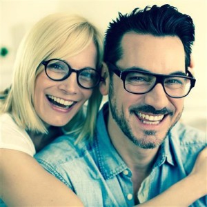 happy_couple_glasses_square